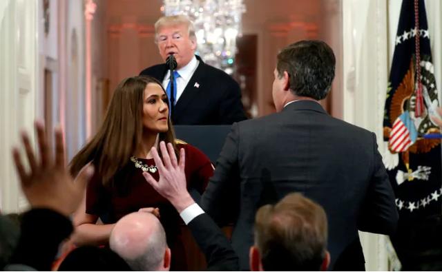 Phóng viên của CNN và Tổng thống Trump đã đấu khẩu tại cuộc họp báo. (Ảnh: NDTV)