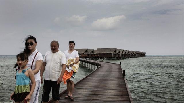Một gia đình Trung Quốc nghỉ dưỡng tại Maldives. (Ảnh: Getty)