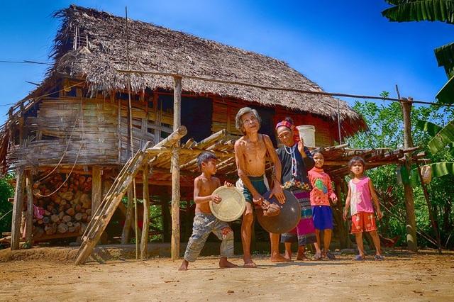 Với tour du lịch mới này, du khách sẽ được khám phá những nét văn hóa cộng đồng người Vân Kiều.(Ảnh: H.A)