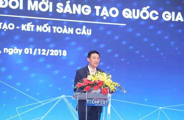 Thứ trưởng Bộ Khoa học và Công nghệ Trần Văn Tùng thông tin những con số ấn tượng tại Techfest 2018.
