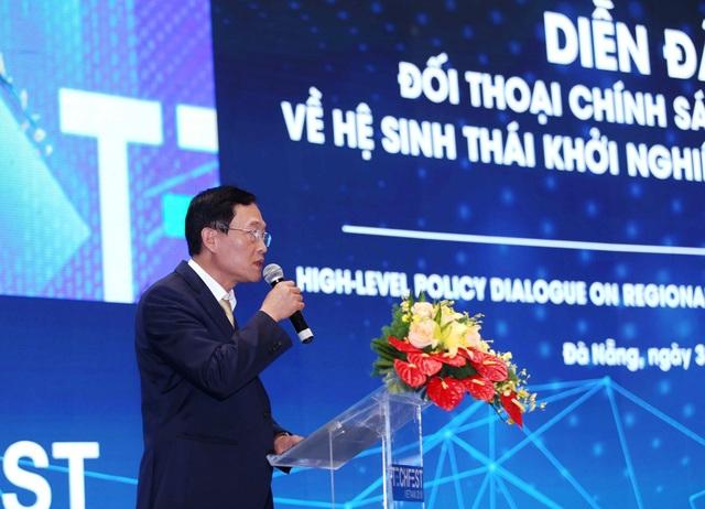 Thứ trưởng Bộ Khoa học và Công nghệ Trần Văn Tùng phát biểu trước khi bước vào phiên thảo luận.