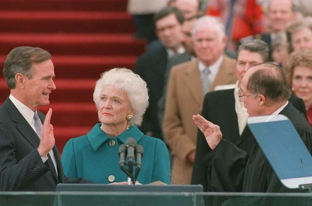 Ông Bush tuyên thệ trở thành tổng thống thứ 41 của Mỹ vào ngày 20/1/1989. (Ảnh: AP)