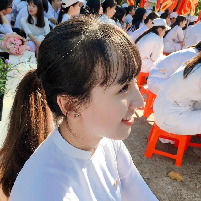 Chính góc nghiêng đẹp khoe trọn sống mũi cao của Trang đã bất ngờ nhận được nhiều lời khen ngợi của dân mạng.