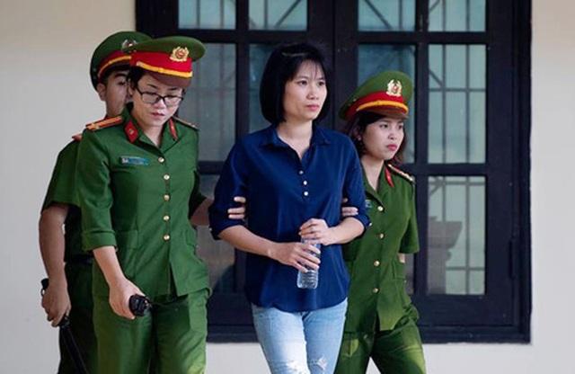 Bị cáo Đoàn Thị Thu Hà (cựu kế toán Công ty CNC) bị tuyên phạt 4 năm tù với 2 tội Tổ chức đánh bạc và Rửa tiền.