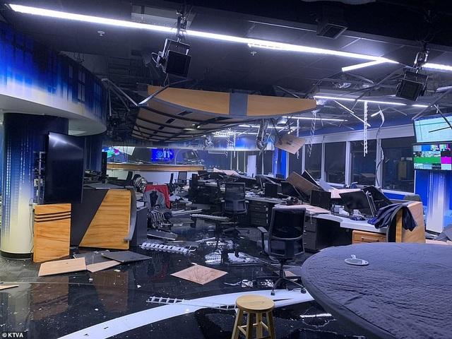 Nhà cửa và các công trình hư hại nặng vì động đất (Ảnh: KTVA)