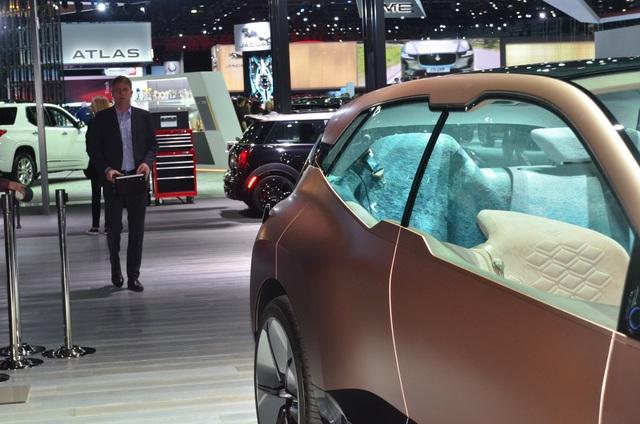 Vision iNext - Tương lai SUV tự lái của BMW - 4