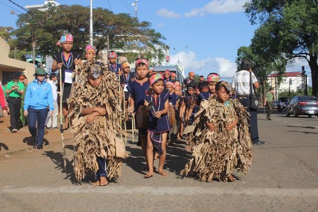 Lễ hội đường phố có đến hơn 26 đoàn nghệ nhân thuộc 04 tỉnh Đắk Lắk, Đắk Nông, Kon Tum, Lâm Đồng và 17 huyện, thị xã, thành phố thuộc tỉnh Gia Lai tham dự