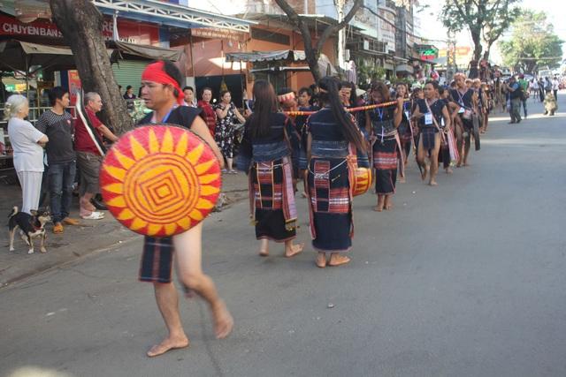 Những điệu múa, bài chiêng luôn thể hiện rõ nét về đời sống sinh hoạt và tâm linh của của các bà con trên địa bàn Tây Nguyên