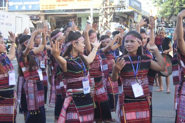 Những cô gái Banar tham gia trong ngày vui lễ hội Festival Văn hóa Cồng chiêng Tây Nguyên 2018