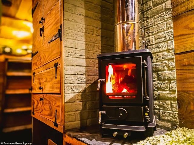 Chất liệu chính mà Guy sử dụng trong thiết kế ngôi nhà di động của mình là gỗ, để tạo không gian ấm cúng.