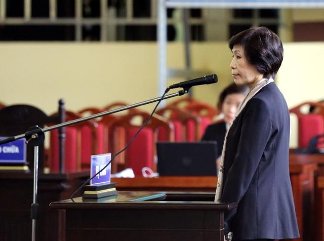 Bị cáo Phan Thu Hương (dì ruột của Phan Sào Nam) bị phạt 3 năm tù (cho hưởng án treo).