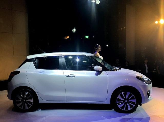 Suzuki Swift mới thấp và ngắn hơn so với thế hệ thứ 2 xuất hiện năm 2017 tại Việt Nam