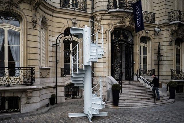 Đoạn cầu thang cũ được bán.