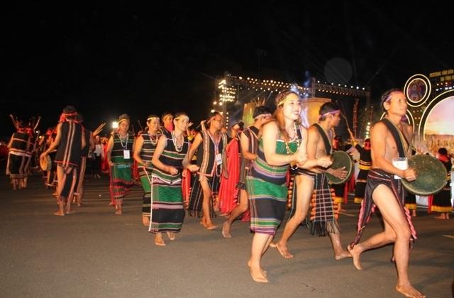 Rực rỡ sắc màu Festival văn hóa cồng chiêng Tây Nguyên - 3