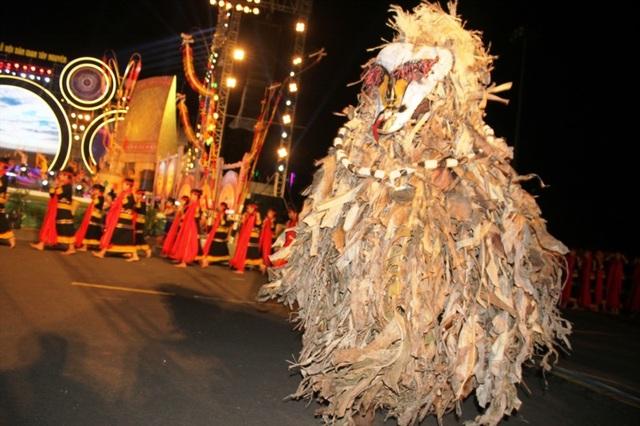 Rực rỡ sắc màu Festival văn hóa cồng chiêng Tây Nguyên - 4