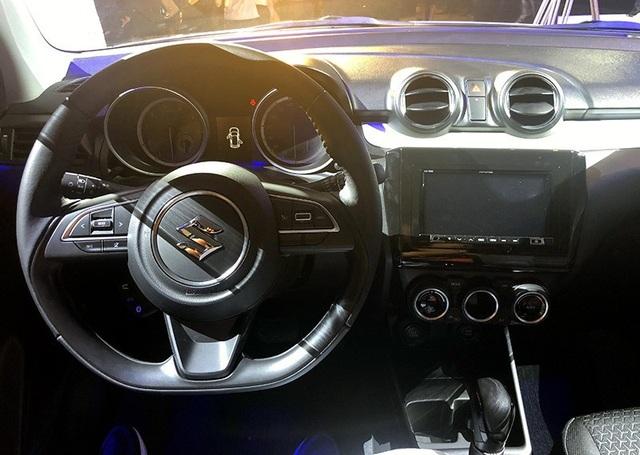 Bố trí khoang lái và bảng điều khiển của Suzuki Swift mới