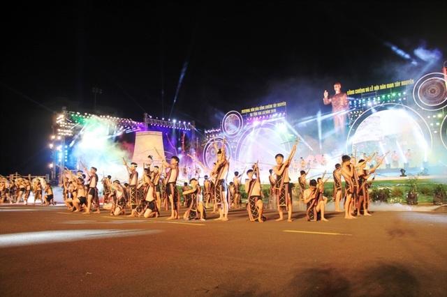 Rực rỡ sắc màu Festival văn hóa cồng chiêng Tây Nguyên - 6