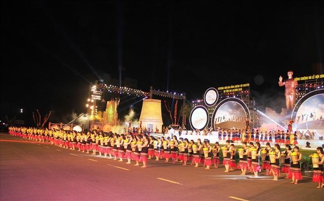 Rực rỡ sắc màu Festival văn hóa cồng chiêng Tây Nguyên - 7