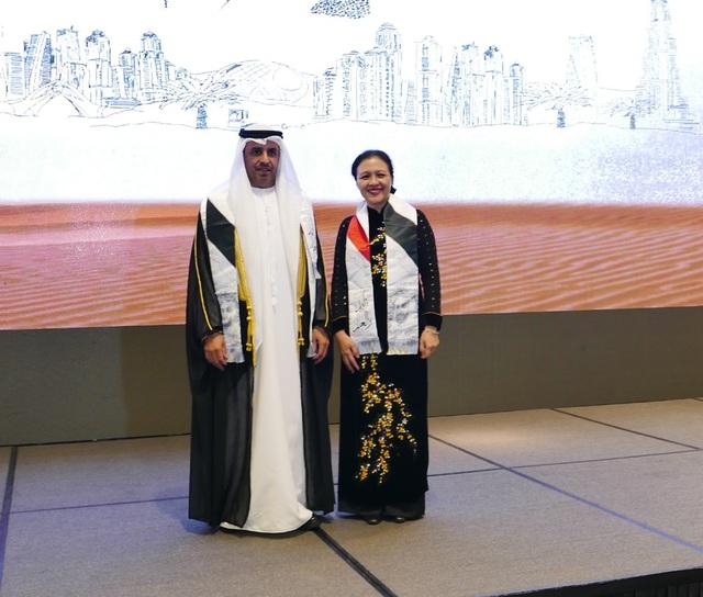 Thứ trưởng Nguyễn Phương Nga chúc mừng Đại sứ Obaid Saeed Obaid Bintaresh Al Dhaheri nhân quốc khánh lần thứ 47 của UAE