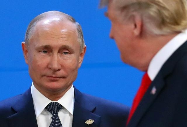Hai nhà lãnh đạo Nga, Mỹ dường như không chào hỏi hay bắt tay khi chạm mặt nhau ở hội nghị G20. (Ảnh: Reuters)