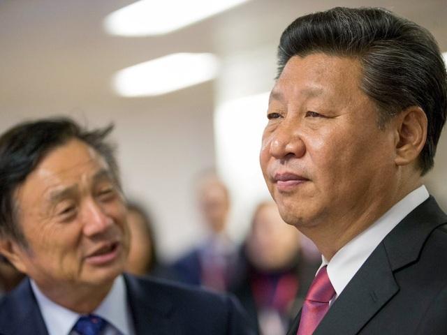Ren Zhengfei bên cạnh ông Tập Cận Bình - nhà lãnh đạo quốc gia tối cao của Trung Quốc.