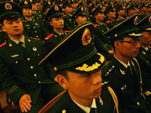 Gia nhập quân ngũ với tư cách là một kỹ sư, Ren Zhengfei nhiều lần khiến người ta nghi vấn trước mối quan hệ giữa Huawei và quân đội chính phủ.