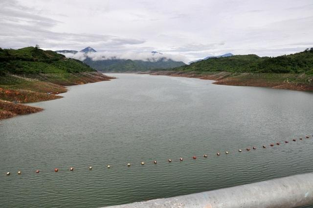 Nhưng lượng mưa ở vùng núi vẫn không đáng kể, 4 hồ thủy điện lớn của Quảng Nam hiện vẫn tích chưa đủ dung tích
