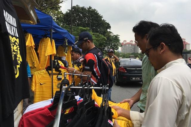 Cổ động viên chủ nhà nhận định thế nào về trận Malaysia-Việt Nam? - 8