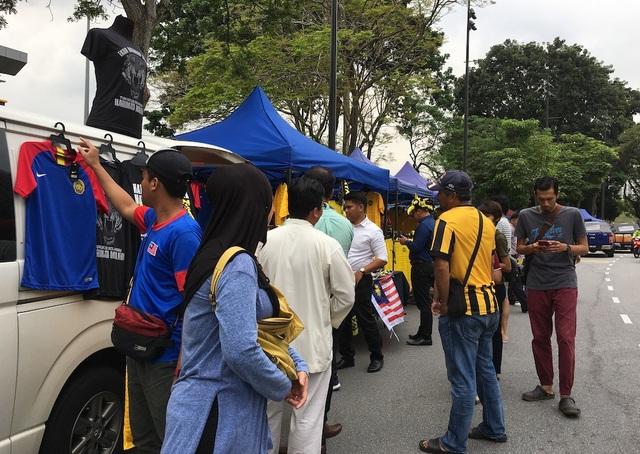 Cổ động viên chủ nhà nhận định thế nào về trận Malaysia-Việt Nam? - 6
