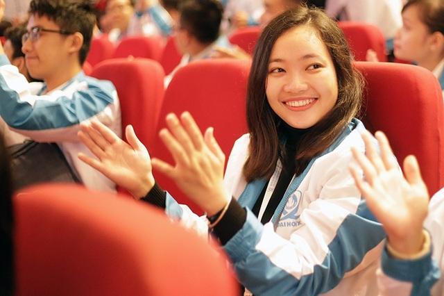 Nụ cười tươi tắn của một đại biểu tại Lễ khai mạc Đại hội