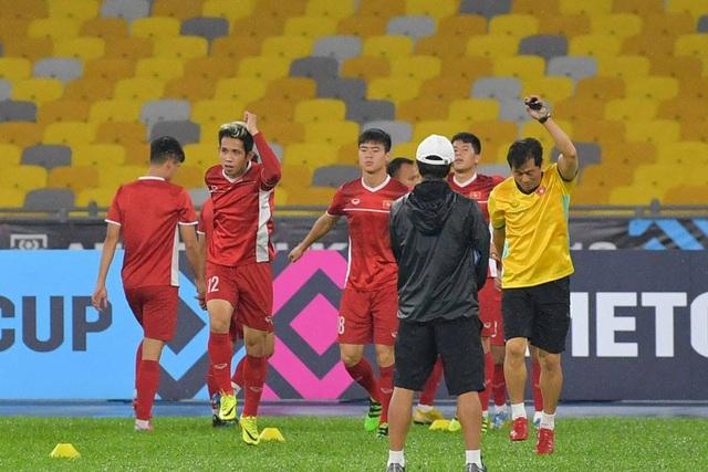 Đội tuyển Việt Nam đội mưa tập luyện chờ đấu Malaysia - 6