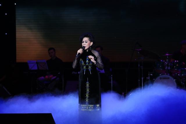 """Danh ca Giao Linh từng bị người hâm mộ nhầm là """"má"""" của Tuấn Vũ - 4"""
