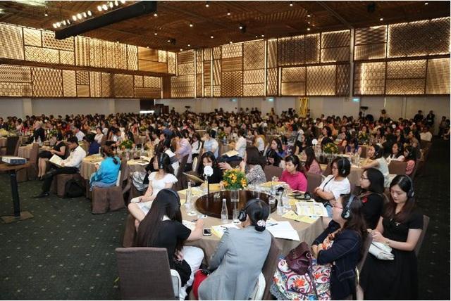 Buổi hội thảo có sự tham gia của hơn 700 bác sĩ, hộ sinh đến từ 13 tỉnh thành