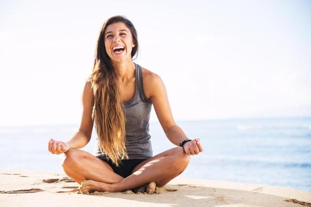 Học cách sống lạc quan với Yoga cười