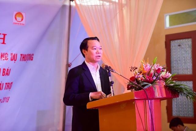 Ông Đỗ Đức Duy, Phó Bí thư Tỉnh ủy, Chủ tịch UBND tỉnh Yên Bái chúc mừng các thầy cô Trường mầm non Phong Dụ Thượng với công trình Nhà công vụ Dân trí khang trang sạch đẹp