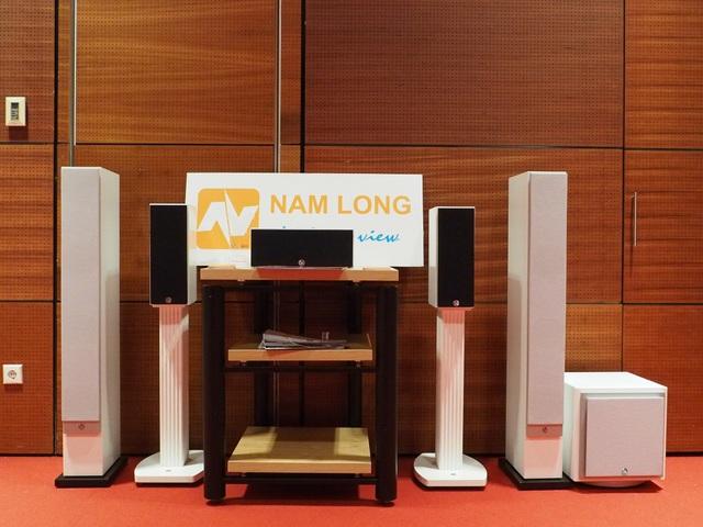 Phòng trưng bày của Nam Long và Atlantic với sản phẩm là các máy chiếu của Sony, loa không dây SA và loa Legacy