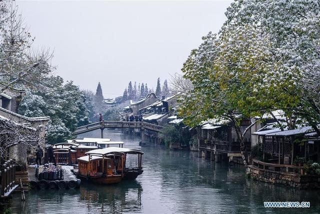 Sắc trắng mơ màng của tuyết càng khiến khung cảnh mùa đông thêm lãng mạn, như chốn bồng lai