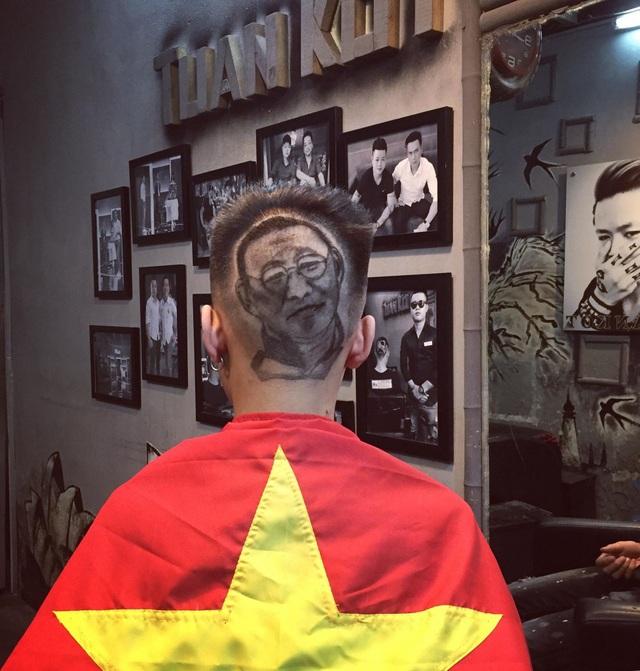 Giá mỗi kiểu tóc khắc hình chân dung cầu thủ và HLV Park Hang Seo có giá từ 500-700 nghìn đồng