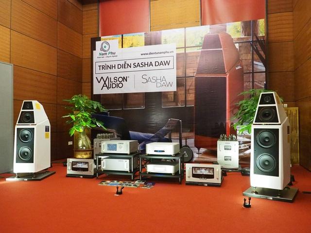 Phòng demo của Nam Phú với điểm nhấn là cặp loa Sasha DAW của Wilson Audio.