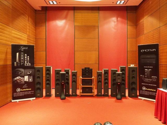 Phòng trưng bày của AudioHanoi với các sản phẩm của Audia Flight và Zebrano.