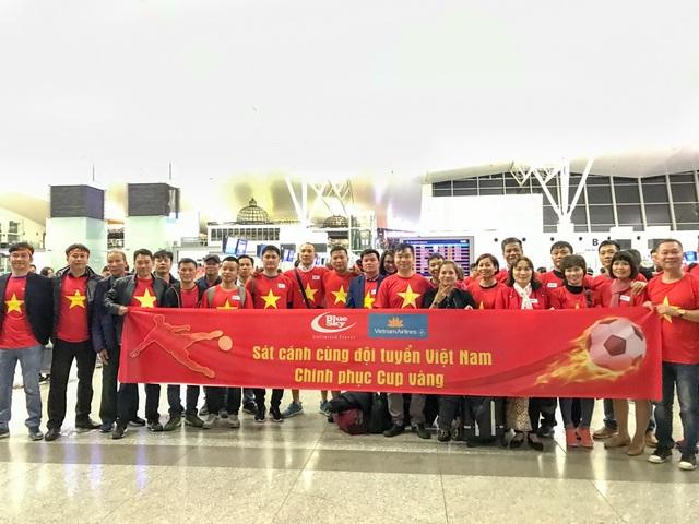 Nhiều cổ động viên có mặt từ rất sớm để bay thẳng từ Hà Nội tới Malaysia.