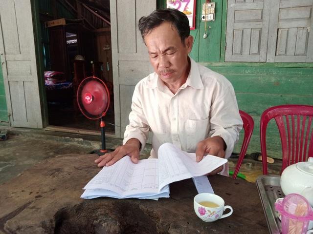 ông Lê Tiến Tình vô cùng bức xúc khi đất đang tranh chấp nhưng ông Huỳnh Quang Hưng - Phó Chủ tịch UBND huyện Phú Quốc vẫn ký cấp sổ đỏ cho bà Hồ Thị Bích Phượng mà người dân địa phương không hề biết mặt