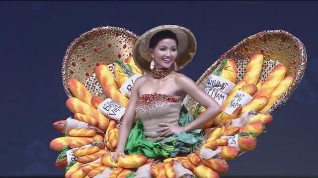 Đại diện Việt Nam là H'Hen Niê đã mang thiết kế Bánh mì đến với cuộc thi năm nay dù gây khá nhiều tranh cãi. Hen là thí sinh xuất hiện ở gần cuối đêm diễn và nhận được sự cổ vũ nồng nhiệt của khán giả xem trực tiếp tại sân khấu.