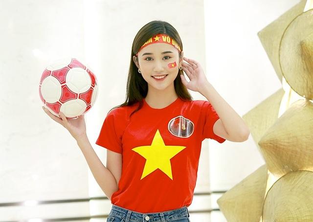 Hoa khôi ĐH Kinh tế Kỹ thuật Công nghiệp Nguyễn Thùy Trang luôn rạng rỡ, xinh đẹp