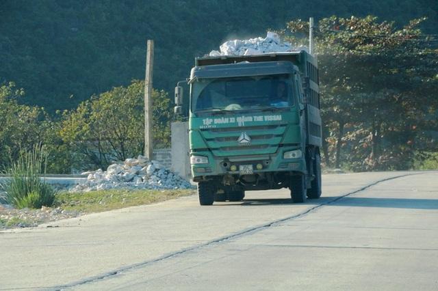 """Ninh Bình: Đoàn xe """"siêu tải"""" lao vun vút trên đường khiến người dân… khiếp sợ! - 12"""