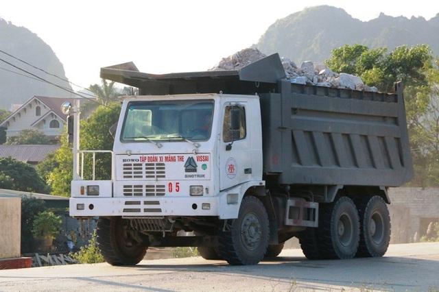 """Ninh Bình: Đoàn xe """"siêu tải"""" lao vun vút trên đường khiến người dân… khiếp sợ! - 10"""