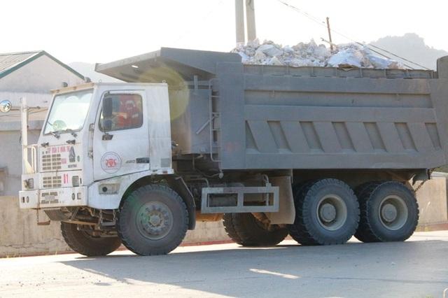 """Ninh Bình: Đoàn xe """"siêu tải"""" lao vun vút trên đường khiến người dân… khiếp sợ! - 7"""