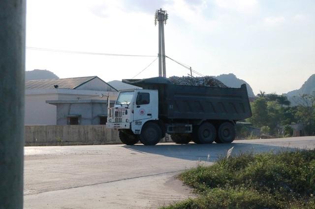"""Ninh Bình: Đoàn xe """"siêu tải"""" lao vun vút trên đường khiến người dân… khiếp sợ! - 5"""