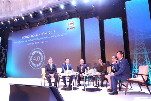 Các khách mời tham dự Hội nghị khách hàng 2018 của EVNNPC
