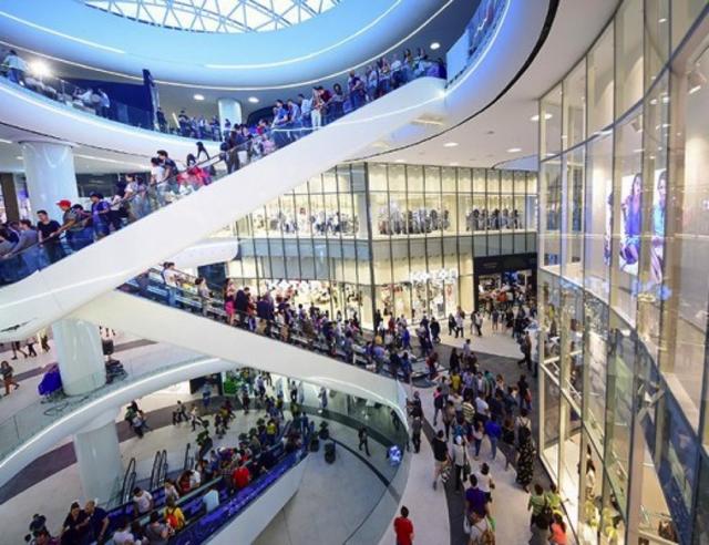Theo thiết kế, dự án dành toàn bộ diện tích tầng 1 và tầng 2 để bố trí hơn 200 gian hàng. Đây là khu vực tập trung các đại siêu thị, các cửa hàng thời trang, các quán cà phê sang trọng... Tầng 3 của Central Premium Mall là không gian dành riêng cho ẩm thực, với gần 30 nhà hàng.